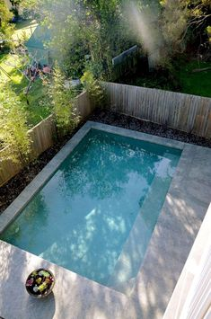 Coolest Small Pool Ideas with 9 Basic Preparation Tips Idéia mais pequena para piscina pequena no quintal 34 Small Swimming Pools, Small Backyard Pools, Backyard Patio Designs, Small Pools, Swimming Pools Backyard, Swimming Pool Designs, Pool Landscaping, Backyard Ideas, Indoor Swimming