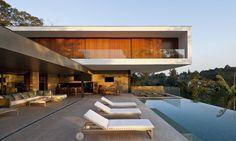 55 идей двухэтажных домов: фото, проекты, чертежи, варианты планировки http://happymodern.ru/dvukhehtazhnye-doma-foto/ Стильный дом с бассейном в стиле модерн