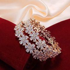 Diamond Bangle, Diamond Jewelry, Gold Jewelry, Jewelery, Women Jewelry, Fashion Jewelry, Indian Jewellery Design, Indian Jewelry, American Diamond Jewellery
