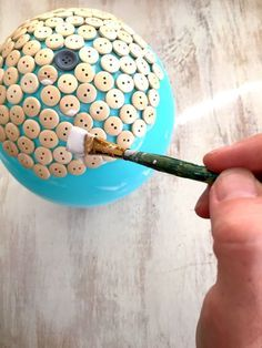 Watch when she pops the balloon at the end...SO gorgeous! I need to make this.