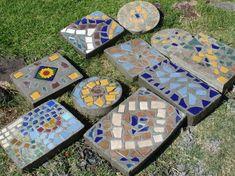 Losetas para jardín con cemento, piedras y trozos de cerámica