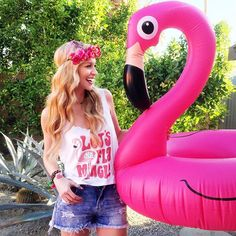 How to Plan a Flamingo Bachelorette Party |  #bachbash #bachelorette #bacheloretteparty #flamingle #flamingo #flock #party |