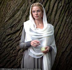 Queen Elizebeth- the White queen (Rebecca Ferguson)