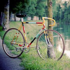 Biascagne Cicli x Riccardo Guasco Charity Fixie Fixi Bike, Fixed Gear Bicycle, Road Bikes, Cycling Bikes, Bici Fixed, Velo Retro, Bike Illustration, Bicycle Painting, Push Bikes