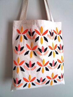 Handmade clothing 🌠 Accessories 🌠 Illustration by StellaTsibidaStudio Summer Tote Bags, Diy Tote Bag, Cotton Tote Bags, Reusable Tote Bags, Handmade Clothes, Vintage Sewing Patterns, Gifts For Her, Hand Painted, Frank Stella