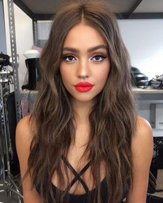 Love This Classic Makeup Look Perfect For Date Night Beauty Make-up, Hair Beauty, Classic Makeup Looks, Full Face Makeup, Makeup With Red Lipstick, Red Lipstick Outfit, Bold Lip Makeup, Brown Hair Colors, Hair Colour