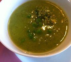 Frisse erwtensoep | Erwtensoep kan ook heerlijk licht en fris zijn.  #recept #soep #vegetarisch #flexitarier