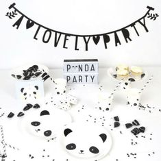 panda parties are the best! -See more Panda Party ideas on B. Panda Birthday Party, Fairy Birthday Party, Bear Birthday, Birthday Party Decorations, Birthday Parties, Birthday Ideas, Distintivos Baby Shower, Baby Shower Parties, Baby Party