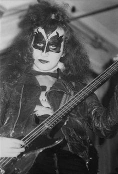 The Diplomat Hotel, August This is the fateful night that KISS and Bill Aucoin first met Gene Simmons Kiss, Kiss Pictures, Kiss Photo, Kiss Band, Hot Band, Star Children, Fake Photo, Lets Do It, Argentina