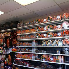 """As lojas ja se preparam para uma das festas mais badaladas nos EUA! O verdadeiro """"carnaval"""" dos americanos! #halloween eu adoro!"""