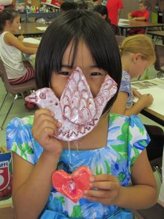 grade student proudly holding her terra cotta bird sculpture; lesson by art teacher: Susan Joe Clay Projects For Kids, Animal Art Projects, Kids Clay, Sculpture Projects, Ceramics Projects, Bird Sculpture, Pottery Lessons, Pottery Classes, Elementary Art Rooms