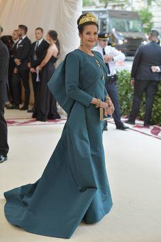 Lynda Carter in Zac Posen with a Judith Leiber Couture bag