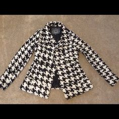 Last Kiss Black and White Houndstooth Coat This coat is to die for!!! Black and white houndstooth print, my favorite, but sadly it is too small for me. It's in excellent, barely worn condition. I hate parting with this but it's just lying around. It's marked as a M but fits more like a small. I'd say it would be best for someone a size 4-6 and B cup as it's somewhat form fitting in the waist. Offers welcome but PLEASE, no lowball offers!! Jackets & Coats