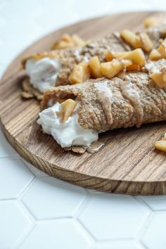 Apfel quark crepes Nachmittagssnack gesund # Food and Drink low carb gluten free Gesunder Nachmittags Snack: Apfel-Quark Crepes - Julie Feels Good Breakfast Desayunos, Breakfast On The Go, Healthy Afternoon Snacks, Homemade Pastries, Paleo Meal Plan, Feel Good Food, Health Snacks, Low Carb Desserts, Salad
