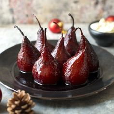 Mulled Wine Poached Pears by Nadia Lim Mulled Wine Poached Pears are the perfect festive dessert – smelling irresistible, tasting superb and I just love how wickedly easy they are to put together Just Desserts, Dessert Recipes, Meringue Desserts, Mexican Desserts, Vegan Desserts, Wine Poached Pears, Spiced Wine, Cobbler, Mulled Wine