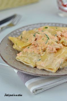 Paccheri al salmone Creamy Pasta, Potato Salad, Buffet, Food And Drink, Potatoes, Fruit, Cooking, Ethnic Recipes, Luigi