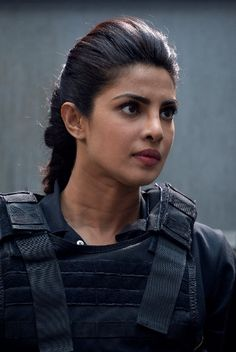BuddyTV Slideshow | 'Quantico' Episode 19 Photos: Alex Comes Across Someone She Knows While Searching for the Terrorist