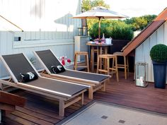 40 Chic Ideas for Patios and Porches on a Budget | HGTV Small Outdoor Spaces, Small Patio, Small Spaces, Small Terrace, Apartment Deck, Patio Pictures, Deck Flooring, Contemporary Patio, Outdoor Dining