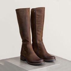 Fall Winter Womens Leather Tall Riding Boots - Leather Boots - Ideas of Leather Boots - Ankle Boots Outfit Winter, Brown Boots Outfit, Winter Boots Outfits, Tall Brown Boots, Brown Riding Boots, Black Combat Boots, Tall Riding Boots, Fall Outfits, Flat Leather Boots