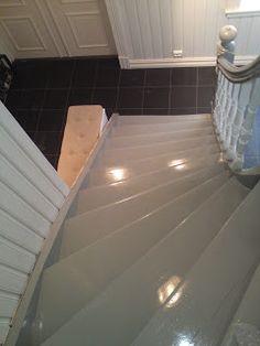 Sveitserhus og rosehage: Ei gammel trapp blir ny House Ideas, Stairs, Doors, Houses, Inspiration, Home Decor, Homes, Biblical Inspiration, Stairway