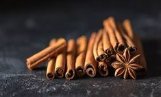 Cinnamon is a popular spice in our households. The flavor of cinnamon adds a soothing effect to the food. Not just the essence of the spice is incredible, the health benefits of cinnamon are huge. Detox Cleanse For Bloating, Natural Detox Cleanse, Cassia Cinnamon, Cinnamon Powder, Cinnamon Essential Oil, Best Essential Oils, Cinnamon Health Benefits, Flat Belly Foods, Candle Making Supplies
