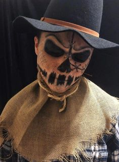 Looking for for ideas for your Halloween make-up? Browse around this website for creepy Halloween makeup looks. Scarecrow Halloween Makeup, Halloween Costumes Scarecrow, Pretty Halloween, Scary Costumes, Mens Halloween Makeup, Diy Halloween, Scarecrow Face Paint, Horror Costume, Halloween Face Paint Scary