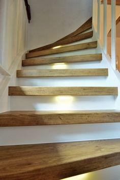 Treppenrenovierung, Treppensanierung vom Profi - ✓ Exzellenter Service ✓ Günstiger Preis ✓ schnelle Montage - Laminatstufen, Vinylstufen, Massivholzstufen !