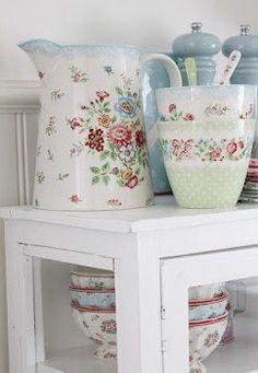 Shabby Chic Interior Design Ideas For Your Home Rose Cottage, Shabby Cottage, Cottage Style, Shabby Chic Interiors, Shabby Chic Decor, Shabby Chic Kitchen, Kitchen Decor, Cosy Home, Vibeke Design