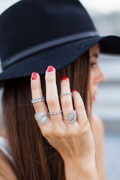 #PANDORAloves Italian blogger Irene Colzi's cool PANDORA ring styling. #PANDORAring #PANDORAstyle