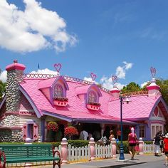 Came across this awesome pic yesterday in some old pics. Who remembers this house? :blush::hibiscus::two_hearts: #waltexpress #waltdisneyworld #fantasyland