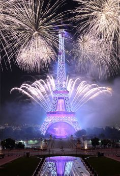 Such a stunning picture of the fireworks at the Eiffel Tower on Bastille Day! Oh, Paris — always so beautiful.