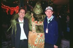 Director Ron Howard spent an entire day in Grinch makeup to see what if felt like.
