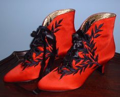 "The Red Anya boot by Peter Fox, from the 1997 film ""Titanic"" by James Cameron as worn by Kate Winslet Hollywood Gowns, Hollywood Costume, Halloween Party Costumes, Movie Costumes, Vintage Shoes, Vintage Outfits, Vintage Clothing, Titanic Costume, Titanic Kate Winslet"