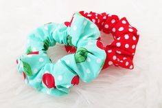 DIY scrunchie haarelastiek - Back to the ⋆ Mama van Dex & Odin - Agnes Van Den Bossche - DIY scrunchie haarelastiek - Back to the ⋆ Mama van Dex & Odin DIY scrunchie haarelastiek - Back to the Sewing For Kids, Free Sewing, Diy For Kids, Sewing Hacks, Sewing Projects, How To Make Scrunchies, Brooklyn And Bailey, Diy Beauty, Diy Fashion