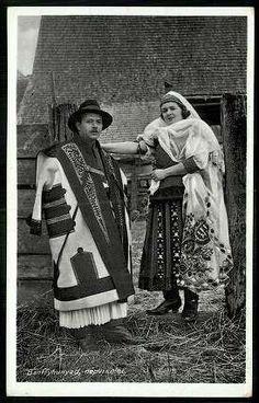 ancient hungarian folk clothes Bánffyhunyad (today Romania) 1930 körül; Népviselet Hungarian Embroidery, Learn Embroidery, Embroidery Patterns, Floral Embroidery, Folk Costume, Costumes, Folk Clothing, Folk Dance, Traditional Outfits