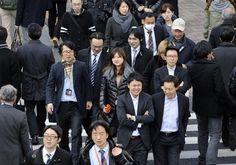 """Trang phục công sở không hề """"lụa là""""Ở Nhật, khi đi làm thì ai cũng như ai, không quá nổi bật về trang phục. Ai cũng muốn trong công ty mình có những cô ..."""