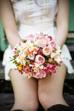23 beautiful wedding bouquets for a spring wedding Bridesmaid Bouquet, Wedding Bouquets, Wedding Flowers, Spring Wedding, Dream Wedding, Wedding Day, Colorful Roses, Pink Flowers, Tulip Bouquet