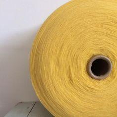 Bobine de fil à tisser Jaune Poussin [Taille XL] via un lundi ordinaire. Click on the image to see more!