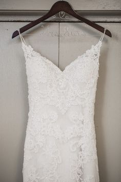 Bride's lace wedding dress | Sarah Renee Studios | see more at http://fabyoubliss.com