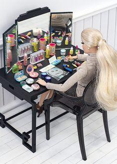 La marca Re-ment tiene cinco sets maravillosos de cosméticos a escala (la m… The Re-ment brand has five wonderful sets of cosmetics at a 6 scale (the same as Barbie). I bought these three super cheap (I can … Barbie Dolls Diy, Barbie Fashionista Dolls, Barbie Doll House, Barbie Life, Barbie Dream House, Barbie Clothes, Barbie Barbie, Dreamhouse Barbie, Barbie Diorama