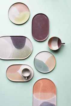 This pastel-colored tableware combines an aesthetic with modern minimalism pastelae .This pastel-colored tableware combines an aesthetic of the with modern minimalism pastelaesthetic tablewarestyling dinnerwaresets tableMinimal, sand Pottery Painting, Ceramic Painting, Ceramic Art, Painted Ceramic Plates, Ceramic Tableware, Ceramic Bowls, Pottery Plates, Ceramic Pottery, Keramik Design