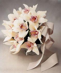 Dieses Kreation mag ich wirklich so gern.. Ein Traum für jede Braut! #Hozi #Cymbidium #Orchideen