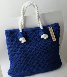Crochet Bag Crochet Market Tote Bag Free Pattern Ideas - We are in love with this gorgeous Crochet Market Tote Bag Free Pattern and it is amongst the most gorgeous we have seen to date. Check out the details now. Crochet Purse Patterns, Bag Crochet, Crochet Shell Stitch, Crochet Diy, Crochet Handbags, Crochet Purses, Love Crochet, Crochet Gifts, Crochet Clothes