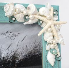 Idea for DIY seashell frame. Love the shells and pearls! note what appears to be paint on some of the shells - nice. Seashell Frame, Seashell Art, Seashell Crafts, Beach Crafts, Diy And Crafts, Arts And Crafts, Driftwood Frame, Starfish, Deco Marine