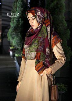 beige Abaya with dark colourful Hijab from KIVITZ, would look wonderful in autumn