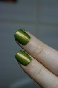 What a good idea.. Clear polish and old eye shadow