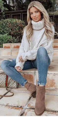 06b67a81e1 45 Flawless Winter Outfits To Copy This Moment   11  Winter  Outfits Harem  Jeans