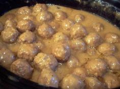 French Onion Meatballs - Mix 1 pkg dry onion soup - mix 2 can Cream of Mushroom soup - 1 package dry French Onion soup - 1 can(s) water. Place 2 pounds cooked frozen meatballs (or make your own). Cook on low heat for about 4 to 6 hours o Meat Recipes, Slow Cooker Recipes, Appetizer Recipes, Crockpot Recipes, Cooking Recipes, Recipes With Onion Soup Mix, Recipies, Drink Recipes, Recipe Using Cream Of Onion Soup