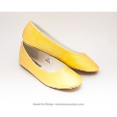 Size 11 Glitter Lemon Drop Yellow Ballet Flats Slippers Shoes (495 CZK) ❤ liked on Polyvore featuring shoes, flats, ballet shoes, black, slip ons, women's shoes, yellow shoes, ballet pumps, black slip-on shoes and black ballet shoes