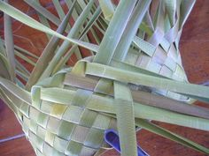 and Flax Weaving, Weaving Art, Weaving Patterns, Basket Weaving, Flax Flowers, Weaving Techniques, Hat Making, Projects To Try, Paper Crafts